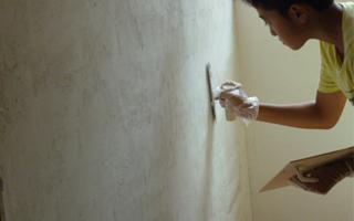 漆喰を塗る画像
