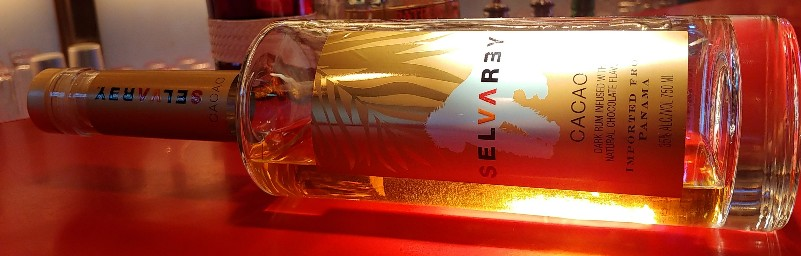 ブルーノマーズのプロデュースラム。セルバレイとは「森の王」という意味。森の王ゴリラのシルエットが映えるボトル。カカオの風味が美味しい甘口のラム。
