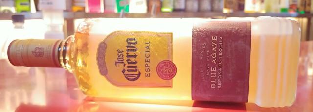竜舌蘭(りゅうぜつらん)アガベを原料とした蒸留酒。サボテンを言われるがサボテンではない。