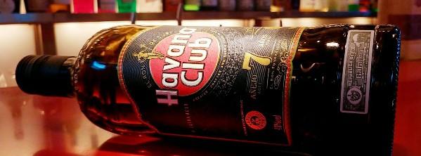 サトウキビが原料のスピリッツ。ホワイト、ゴールド、ダーク、またはライト、ミディアム、ヘビーといった分類分けをする蒸留酒。ハバナクラブ7年はダークラム。